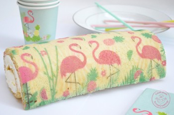 Roll cake flamant rose